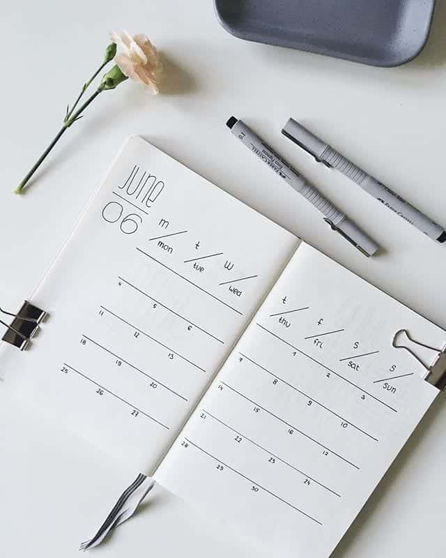 simple monthly calendar in bullet journal