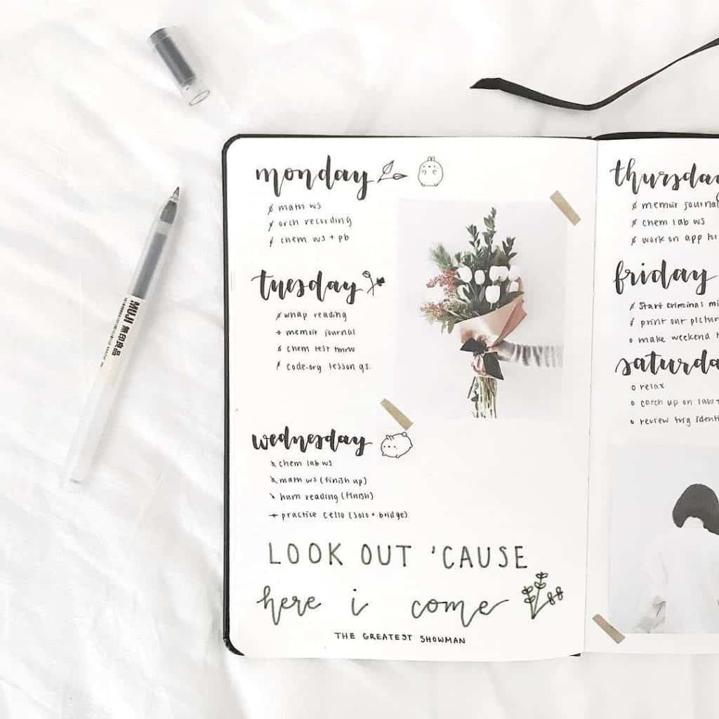 minimal weekly spread idea with printed picture